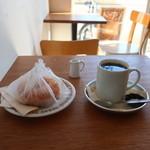 100353941 - ドーナッツ レモン、コーヒー(ストロング)