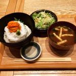 100354150 - イカうに乗せ丼1500円(税込)赤出汁は油揚げ、ワカメ、豆腐でした。