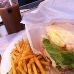 河岸カフェ - ランチのメガハンバーガー