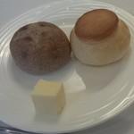 Denkibiruresutoran - パン二種