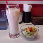 スープカリーシーエス - ランチセット(サラダ&マンゴーラッシー)(200円)
