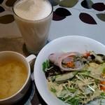 アジアンキッチンからうま - からうまセットのスープ、生春巻きサラダ、ソフトドリンク(ココナッツラッシー)
