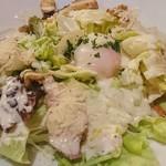 オールド・スパゲティ・ファクトリー - ローストチキンと温泉卵のシーザーサラダ(880円)