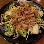 沖縄美食BAR うみんちゅぬ やまんちゅぬ - ゴーヤレッドチャンプルー 780円
