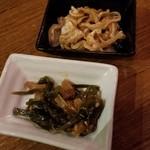 沖縄美食BAR うみんちゅぬ やまんちゅぬ - お通し(ミミガー/クーブイリチー)