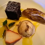 ベネレ - ガトーショコラ、アップルパイ、ティラミスアイスの盛り合わせ