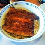 Izuei - 焼きが足りない気がするがご飯とのバランスが良い。ご飯にタレ染みて美味そう。