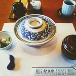 Izuei - うな丼 竹!蓋を開けるのがドキドキする。