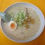 中華料理 ポパイ - 豚骨ラーメン(600円)