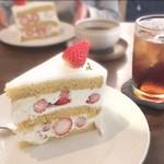 アムヌウ - ショートケーキ(ノムタベルさんにて)