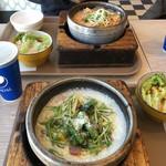 Pasgo - 料理写真:手間 野菜とベーコンのクリームパスタ、奥 ペスカトーレ。それぞれドリンクを付けて