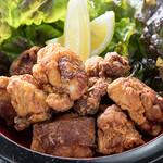 鶏焼 やみつき - ニンニク、ショウガ、醤油をじっくり漬け込んで作る絶品から揚げ!!別名ザンギ