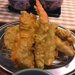 100386627 - 鮭と旬の野菜の天ぷら定食 990円