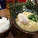 極味家 - ラーメン+のり5枚!!