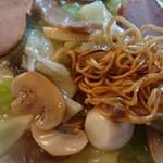 玲瓏閣 - 麺アップ