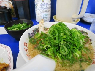 来来亭 大蔵谷店 - 麺カタめ、背脂多め、ネギ多め、追加の刻みネギは別盛りです