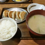 100395646 - 餃子定食 787円