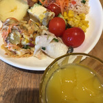 ラ テラス カフェ エ デセール - サラダバーで (´∀`)/ あとオレンジジュース