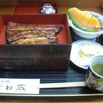 かわ広 - 二段重で蒲焼とごはんは分かれて供されます。