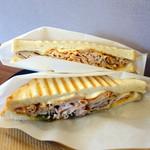 ゲット ベター コーヒー&サンドイッチ - ローストポークサンド900円