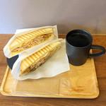 ゲット ベター コーヒー&サンドイッチ - ローストポークサンド900円、エチオピア500円