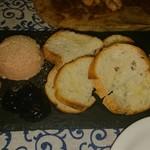 イタリアンバル アドマーニ - 鶏レバーペースト702円