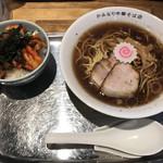 かみなり中華そば店 - 中華そば(780円)と賄いキムチチャーシュー丼(270円)