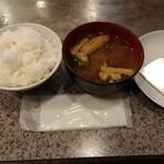 100409038 - ランチサービスのご飯・味噌汁