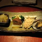 100413039 - 八寸(海鼠のみぞれ掛け、麩煮と京菜味噌和え、鱈の子煮とゴボウ酢の物、トコブシ)
