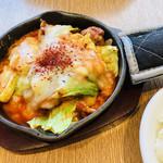 CHEESE CRAFT WORKS - ダッカルビは、お野菜多め。なかなか辛口で美味しかった(๑>◡<๑)