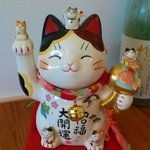 阿龍門 - 店内には招き猫がお出迎えします。