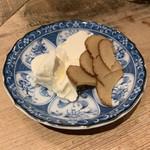 大島や - いぶりがっこチーズ(250円) 2019.1