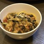 base - キヌア・レンズ豆・ケール・セロリのトマトカリー300円(税込) ※いわゆるタパス、小皿で300円均一価格