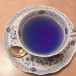 ラ・テイエール - レモンを入れて紫に変わる途中
