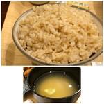峠の玄氣屋 グングンカフェ - ◆玄米ご飯はタップリ ◆お味噌汁には根菜などが入り、お味は薄め。