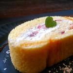 山の洋食屋 フレール - 期間限定、いちごロールケーキ