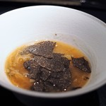 エクアトゥール - 2種のフカヒレのスープ 黒トリュフ 2種のきくらげ
