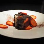エクアトゥール - 苺のティラミス 黒トリュフ