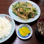 鳳華飯店 - 料理写真:ニンニク芽と豚肉炒めライス!