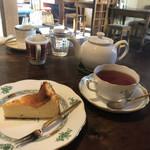 喫茶 居桂詩 - チーズケーキと紅茶