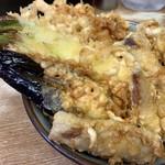 豊野丼 - まぐろ天丼アップ、ねぎの天ぷら旨し