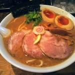 麺座 でん - 特製ラーメン大盛!つけ麺ダレをスープ割りしたかのようなスープ。