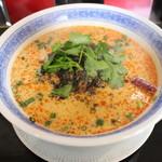 毛家麺店 - 坦々麺(880円、斜め上から)