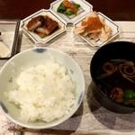 韻松亭 - 銀シャリ、赤出汁、付け合わせ(うなぎ、青唐辛子、鮭イクラ)