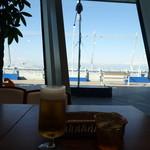 エムズ・ダイニング - 離発着を眺めながらのビールは美味しい♪