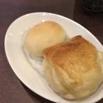 鎌倉パスタ - 焼きたてのパン