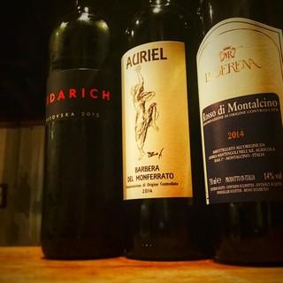 料理に合わせたイタリア各地のワインをお楽しみいただけます。