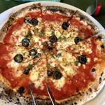 100470419 - ピザは次々と焼きたてがブッフェテーブルに運ばれてきます。