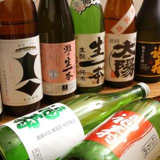 全国の蔵元から取り寄せた70種以上の日本酒をご堪能あれ