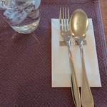 一夜城 ヨロイヅカ・ファーム - テーブルの卓上セット